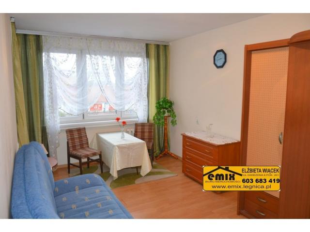 Małe, 2 pokojowe mieszkanie z loggią, III p., ul. Moniuszki